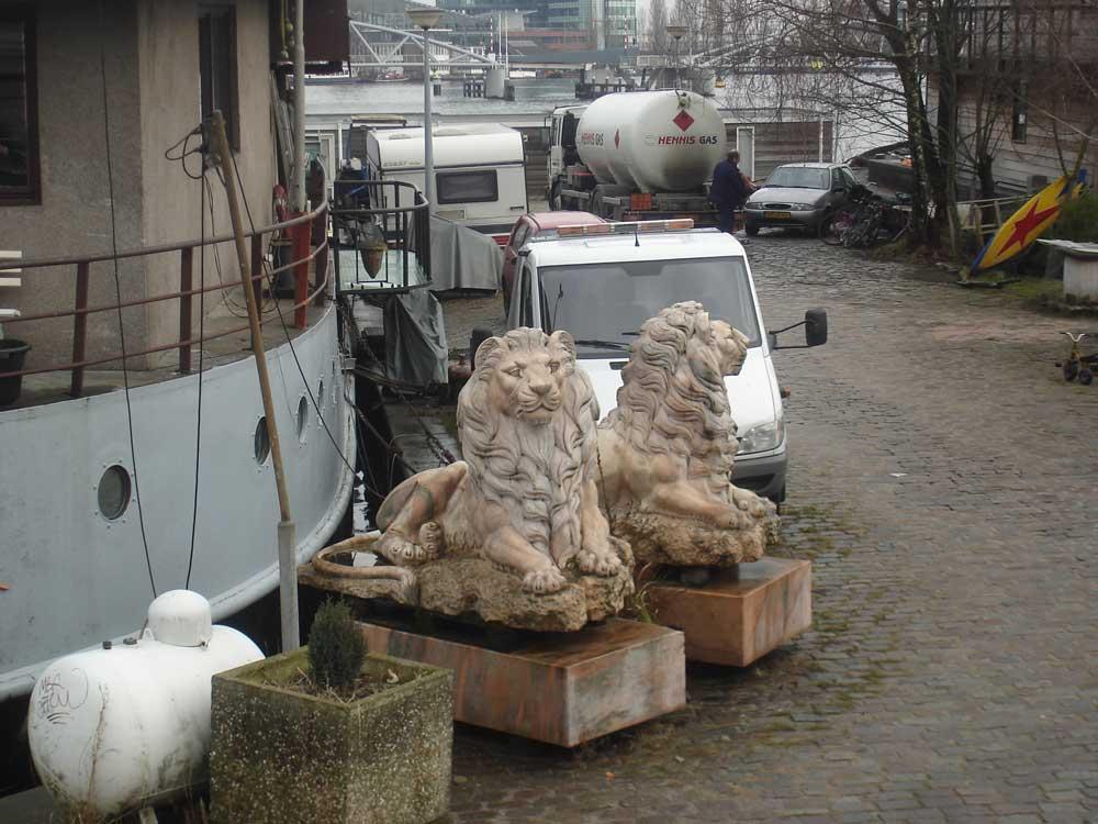 valse-leeuw-Amsterdam-P-Hendrikkade,-gemeld-door-Frank-nav-AT5