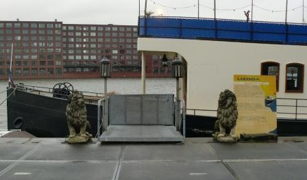 valse leeuw Amsterdam Veemkade (foto Henk Dijkman)voor web