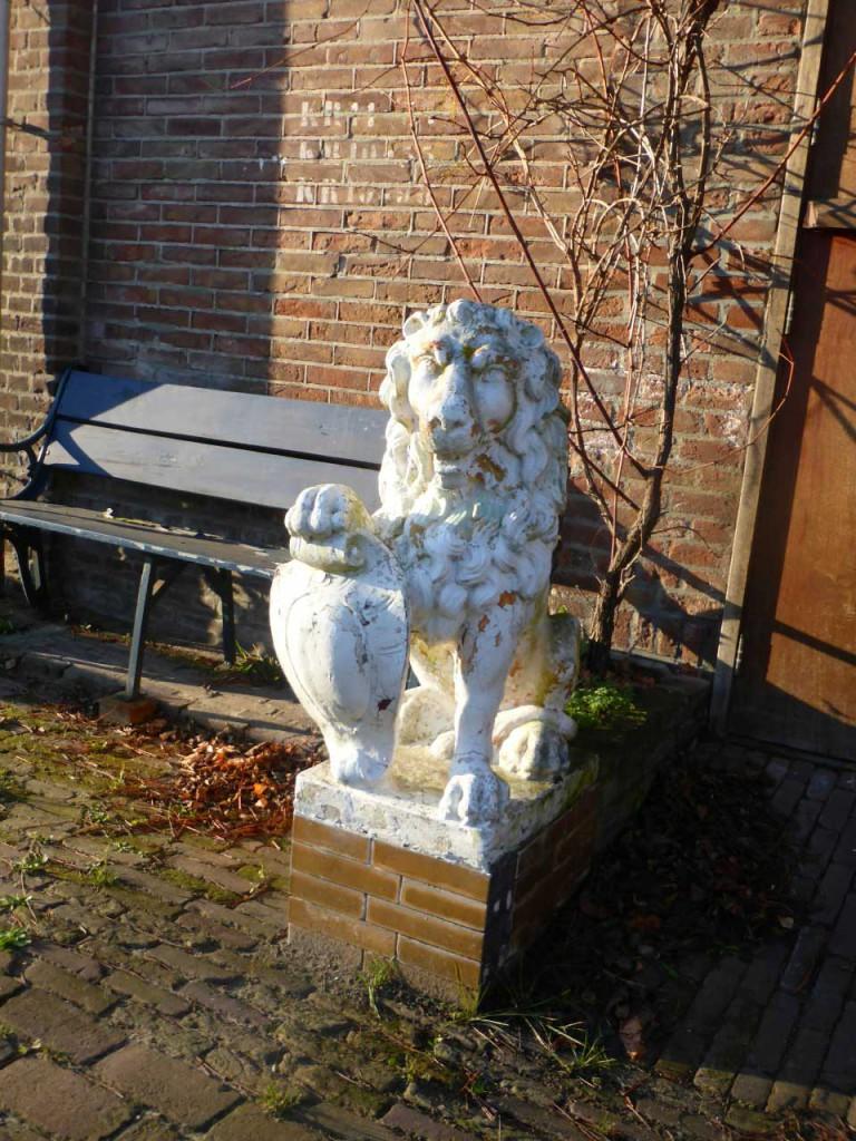 valse-leeuw-Amsterdam-Oude-Haagse-Weg-2015-09-29-tipgever-Ad-van-Rijn-stuurt-foto-(1)