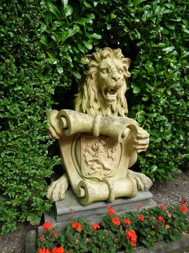valse-leeuw-velp-2015-09-13-aan-Ilone-Lenaerts-Landinwaarts-email-Buurman-doorgestuurd-incl-fotoos-Leeuw--Boerderij-de-Vischkom-Biljoen-(4)